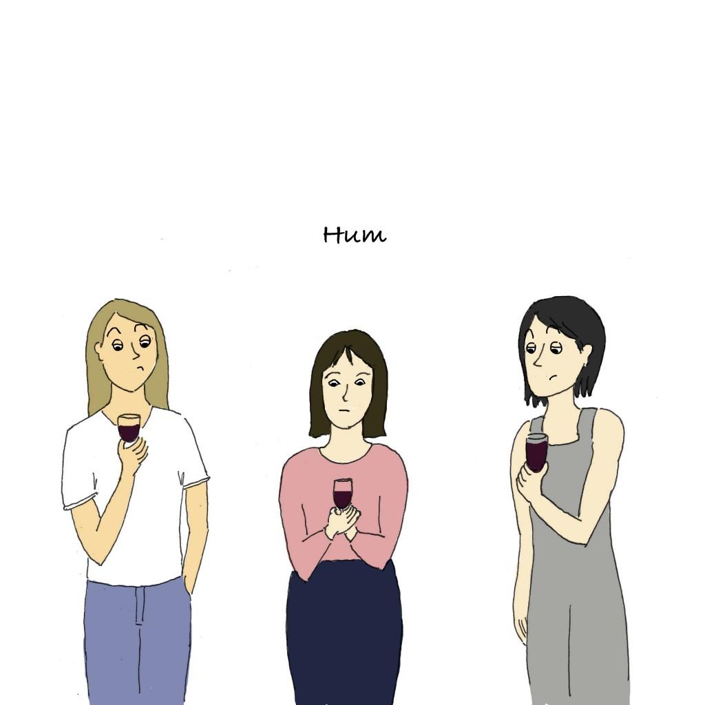 Le personnage du milieu est gêné. Les trois femmes d'expatriés regardent leur verre de vin.